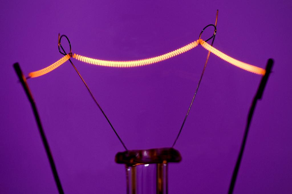 Home AMBIENTE Consumi, il ritorno della lampadina ad incandescenza.
