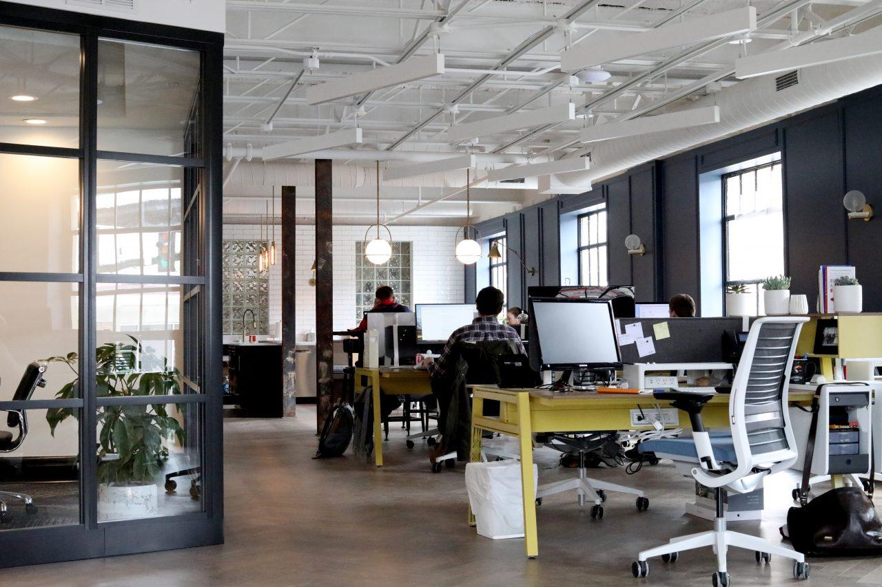 Illuminazione nei luoghi di lavoro la normativa uni