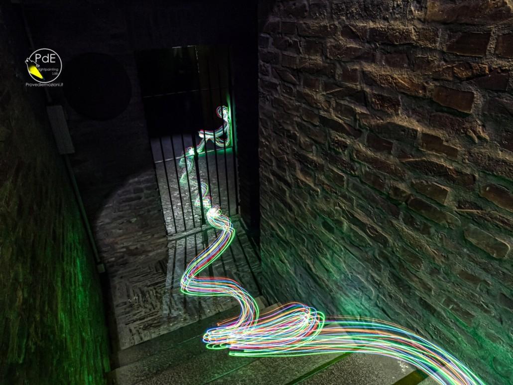 la luce intrappolata nelle segrete riesce ad evadere. Cripta di San Zama, Bologna.
